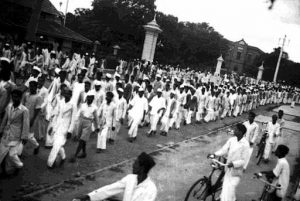 Procession view at Bangalore during the Quit India movement by the Indian National Congress. Source: https://commons.wikimedia.org/wiki/File:QUITIN2.JPG